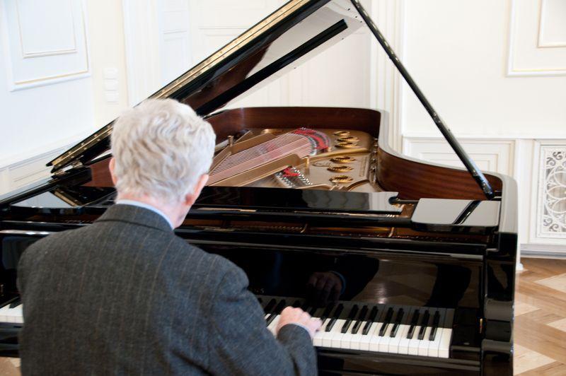 Wirtuoz fortepianu w siedzibie Zespołu